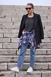 Jane S - Isabel Marant Pea Coat, Zara Plaid Shirt, Levi's® Jeans 501, Adidas Sneakers Stan Smith - Cool Kid.