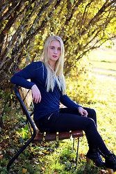 Frida Hagström - Lager 157 Blue Shirt, Gina Tricot Black Jeans, Modekungen Heels - Autumn Outfit