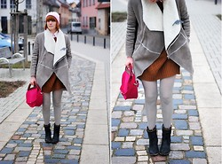 Monique K.... - Sweater, Tights, Boots, Coat, Beanie - Brown sweater