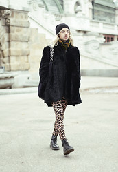 Nina Racic - United Colors Of Benetton Faux Fur Bag, Dr. Martens Dr - Winter in Vienna