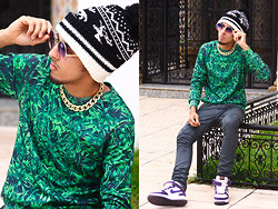 Ahmed Imoudrog - Banggood Couple Keep Warm Knitted Wool Fawn, Giantvintage Blue/Pink, Banggood Thick Gold Chain Collar Statement Necklace Bracelet Anklet Jewelry, Choies Sweat Shirt Green, H&M Denim Jeans, Nike Air Force - Gold & Green