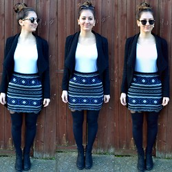 Bianca . - Urban Outfitters Skirt, Topshop Tights, Stradivarius Top - Aztec print