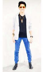 Juven Maranan - Cotton On Hoodie, Forever 21 Black Tee, Folded And Hung Blue Pants - Make It Snappy