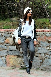 Ozden Ozdogan - Zara Beanie, Romwomen Bomber Jacket, Topshop Sweater, Levi's® Belt, Ipekyol Ankle Boots, H&M Sunglasses - A CASUAL DAY