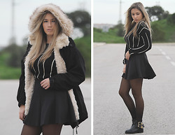 Joana de Sousa - Persun Sweater, Zara Coat, Stradivarius Skirt, Eureka Boots - LIKE A LITTLER GIRL