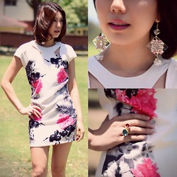 Alice_Alice&Leon . - Alice & Leon Rosalina Earring, Alice & Leon Alicia Ring, Sabo Skirt Floral White Dress - White summer