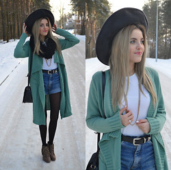 Karoline P&K -  - Mint Cardigan in Winter