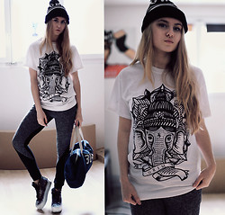 Jessica Christ - Grim Pom Beanie, Grim Top, Choies Pants, 304# Clothing Bag, Vans Sk8 Hi Platforms - Cozy Sunday
