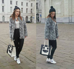 Inside the B World - Hat, H&M Fur Coat, Top, Bag, Sneakers - Ghent