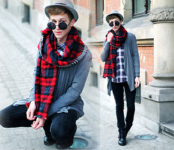 Adrian Kamiński - Scarf, Cardigan, Shirt, Hat, Bershka Pants - SCARF TARTAN CHECKERED