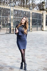 Manon Whichclothestoday - H&M Sweater, H&M Skirt, Sergio Rossi Boots - IN NAVY FOR GIVENCHY