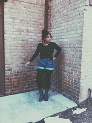 Jada Bennett - Hillfiger Knit Sweater, Thrifted High Waisted Shorts, Black Leggings, Forever 21 Grey Boots - Indie & Angsty