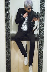 Myo Shihae - Tasso Homme Blazer With Zebra Animal Print, White Studded Leather Shoes, Skull Scarf - Where's my wine?!