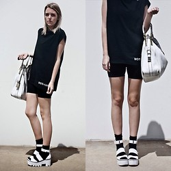 Holly Waanderland - Dgtl Luxe Muscle Tee, Jil Sander Tote, Windsor Smith Sandals - Deluxe