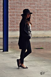 Luana De Caro - Zara Hat, No Brand Cardigan, Pull & Bear Jeggings, Pops Shoes Ballets, No Brand Sweatshirt - HAT AND GOLD