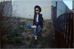 Violet Ell - Flea Market Jeans, Thrift Store Hat, Topshop Blazer, Ray Ban Sunglasses - --.--.2013
