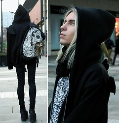 Milex X - Prettyguide Wings Sweatshirt, Primark Leopard T Shirt, Mind The Mustard Black Creepers, H&M Black Pants, River Island Leopard Bacpack, Topman Black Scarf - Yeah tonight I'm running free