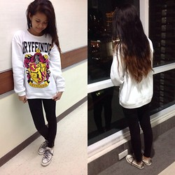 Diana Del Fuerte Marcos - Forever 21 House Of Gryffindor Ivory Sweater, Taramizu Black Skinny Jeans, Converse Classic Ivory Chucks - What House Are You In?