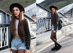 CLAUDIA Holynights - Pepe Jeans Leather Jacket, American Apparel Denim Shorts/Cropped Jeans - The kids are losing their minds The Blitzkrieg Bop