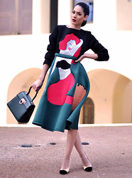 Konstantina Tzagaraki - Dress, Chanel Heels - Welcome to BigMistake.com Population untold..