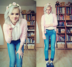 Veronika Pavlíková - Pull & Bear Pants, Reserved White Shirt, Sweater, Primark Flower Crown, House Sneakers - Pastels