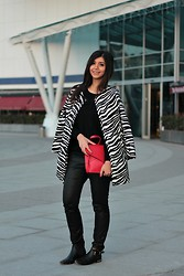 Ozden Ozdogan - Persun Zebra Coat, Wholesaleitonline Black Sweater, Mexx Coated Pants, Ipekyol Ankle Boots, Wholesaleitonline Red Clutch - RED TOUCH
