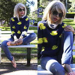 Priscila Diniz - Wholesale7 Quacker Sweater, Salsa Jeans Skinny Fit - Ducks everywhere!