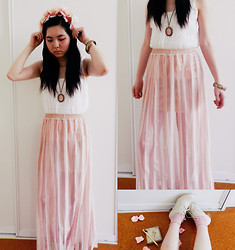 Amy Liu - Lovisa Flower Crown, Dotti Single, Ses Chiffon Maxi Skirt, Ebay Portrait Necklace, Yesstyle Cream Brogues, Rubi Shoes Pink Socks, Equip Golden Bangle - Once upon a fairytale fable