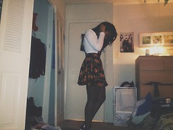 Jada Bennett - Forever 21 Overall Floral Skirt, Forever 21 White Long Sleeve Crop Top, H&M Sheer Off Black Tights, Converse Black And White - VEry messy room