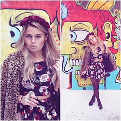 Emmy Nikolausson - Jeffrey Campbell Shoes, H&M Skirt, H&M Top - A WALL OF ART.