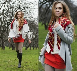 Alena Vorontsova - Patrizia Pepe Poncho, No Name Scarf, Loisa Spagnoli Sweater, Jimmy Choo Boots - Flying lady
