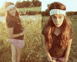 "Amanda Warda - Pacsun High Waisted Shorts, Francesca's Chevron Headband - ""Lookin like you came from the 70's on your own"""