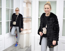 Laura⎢Les factory Femmes - Cheap Monday Jeans, Cos Socks, Nike Shoes, Anderne Sunglasses, H&M Pullover - Winter blues