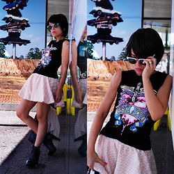 Priscila Diniz - Romwe Bon Jovi T Shirt, Sheinside Tweed Set, Sammydress Black Short Hair, Wholesale7 Black Lita Boots - Get a fuel for your life