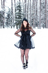 Thelittleworldoffashion Aude - Chic Wish Dress, Le Shoesing Sneakers - Black snow