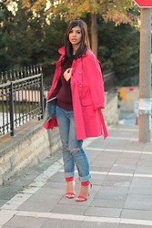 Ozden Ozdogan - Tesco Red Trenchcoat, Koton Chunky Sweater, Tommy Hilfiger Jeans, Zara Red Sandals, Tiffany & Co. Hologram Clutch - RED AND BURGUNDY