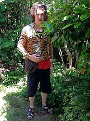 Eddie Cossaboom - Thai Fisherman's Pants (Shorts), Forever 21 Tiger Shirt, Haiti Paper Beads, Zara Leather Bag - Shh! I'm hunting tigers!