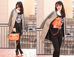 Núria Juangran - Bershka Shirt, Pull & Bear Coat, Zara Pants, CuplÉ Shoes, Ray Ban Sunglasses, Sandalo Bag, Vila Jumper - BIGSTEP
