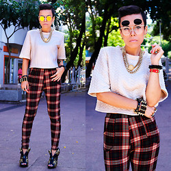 Priscila Diniz - Choies Apricot Blouse, Romwe Sunnies - The tartan cult