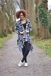 Roos A - Cardigan, Tights, Sneakers - Aztec print cardigan