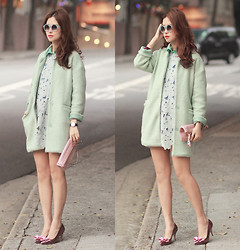 Mayo Wo - Chic Wish Round Sunnies, Choies Mint Coat, Chic Wish Crochet Dress, Valentino Rockstud Clutch, Red Valentino Metallic Bow Heels - Mintellic