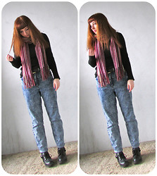 Catt A - Thrifted Scarf, H&M Black Sweater, H&M Belt, Ark Jeans, Primark Boots - I love this scarf.