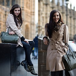 Larisa Costea -  - First day in London
