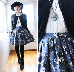 Meisu ☆ - Monki Floral Skirt, Accessorize Cameo Necklace - Grey roses