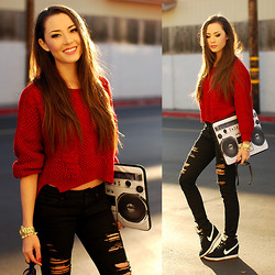 Jessica R. - Sheinside Sweater, Zerogravity Laptop Case, Nike Sneakers - The Sound of Music