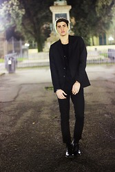 Filippo Bologni - H&M Blazer, H&M Beanie, H&M Pants - Man in black