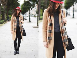 Carla Estévez - Zara Coat, Zara Booties - Red fedora