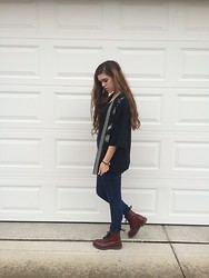 Anna Reece - Doc Marten Combat Boots, Forever 21 Top, Urban Outfitters High Waisted Jeans - Aztec