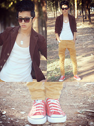 Issam Darife - Converse Red, Pantalon Slim, Zara Veste, Sunglasses - A beautiful day in the woods