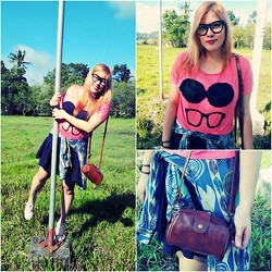 BeLL LurzZzzz - Frontrowshop Glasses Red T Shirt, Frontrowshop Retro Stylish Style Mini Wallet, Black Skirt, Converse Chuck  All Star - GLASSES on GLASSES